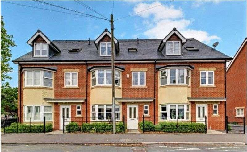 4 Bedrooms House for sale in Buckingham Road Newbury