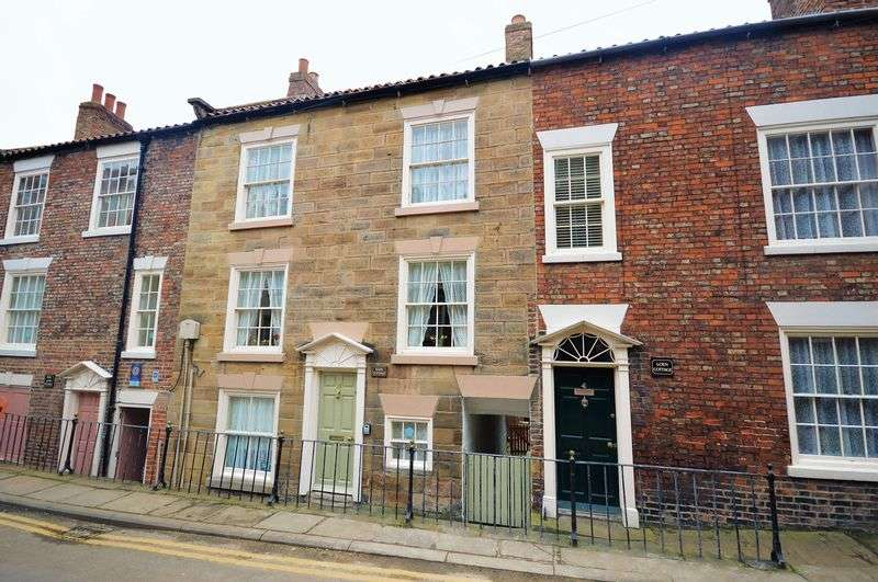 2 Bedrooms Cottage House for sale in Kape Cottage, Cliff Street, Whitby