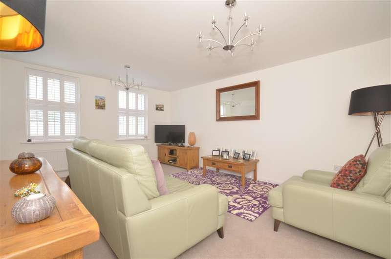 4 Bedrooms Detached House for sale in John Ireland Way, Washington, West Sussex