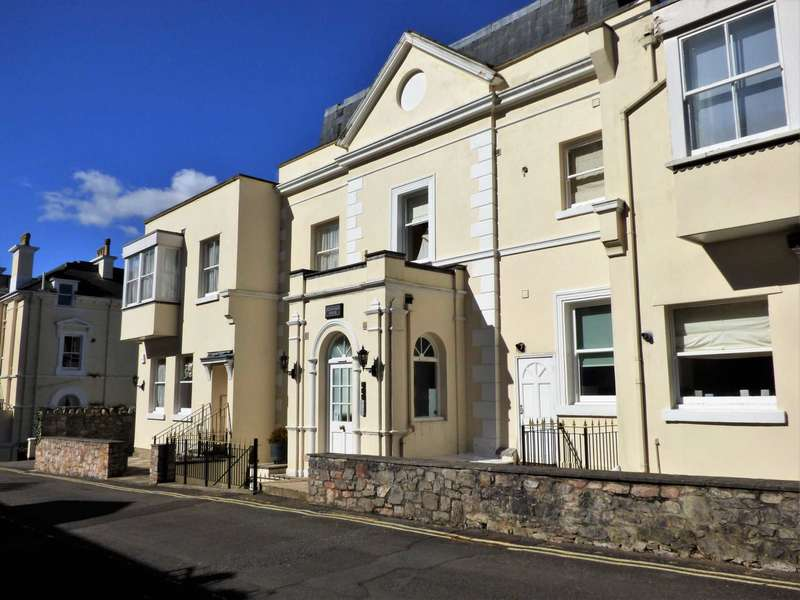 2 Bedrooms Flat for sale in Torwood Gardens Road, Torquay