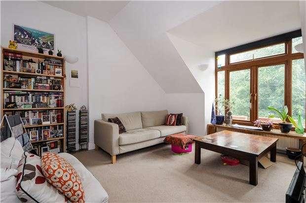 2 Bedrooms Flat for sale in Hopton Road, LONDON, SW16 2EN