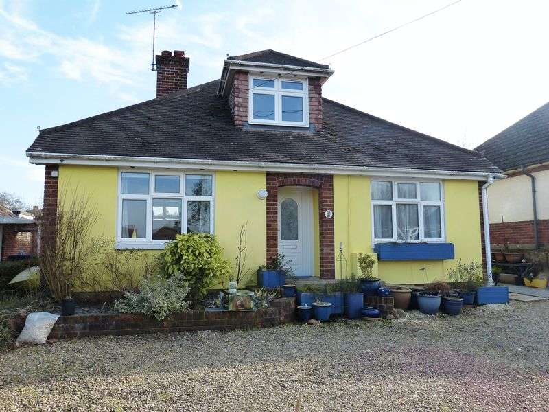 5 Bedrooms Detached House for sale in Stonehenge Road, Durrington