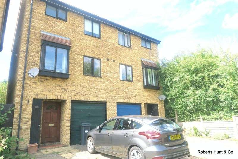 4 Bedrooms Semi Detached House for sale in Sycamore Close, Feltham