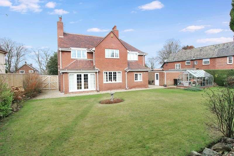 4 Bedrooms Detached House for sale in Holly Tree House, 39 Hackness Road YO12 5SD