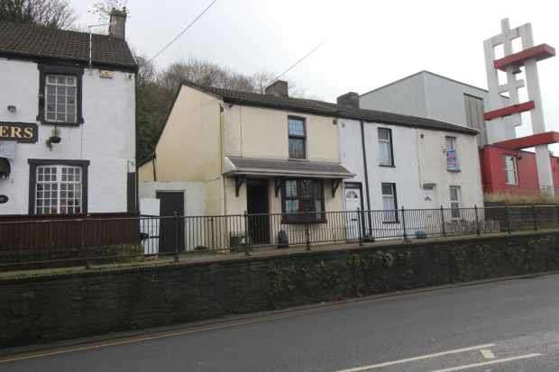 2 Bedrooms Cottage House for sale in Neath Road, Neath, West Glamorgan, SA11 2YR