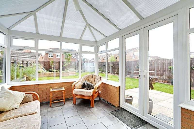 4 Bedrooms Detached House for sale in Rivelin Park, Kingswood