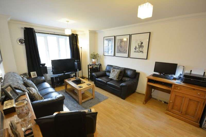 3 Bedrooms Flat for sale in Lynwood Close, Whalley