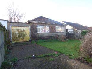 3 Bedrooms Bungalow for sale in St Peters Avenue, Peacehaven, East Sussex, .