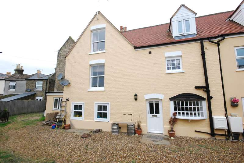 2 Bedrooms Semi Detached House for sale in Ashburnham Road, Ramsgate