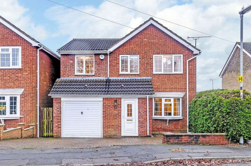 4 Bedrooms Detached House for sale in Kingsley Avenue, Royal Wootton Bassett SN4 8LF