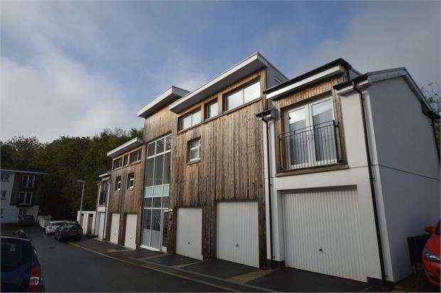2 Bedrooms Apartment Flat for sale in Tamworth Close, Ogwell, Newton Abbot, Devon. TQ12 6GS