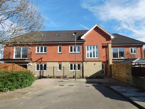 2 Bedrooms Flat for sale in Snowdown Close, Penge, London