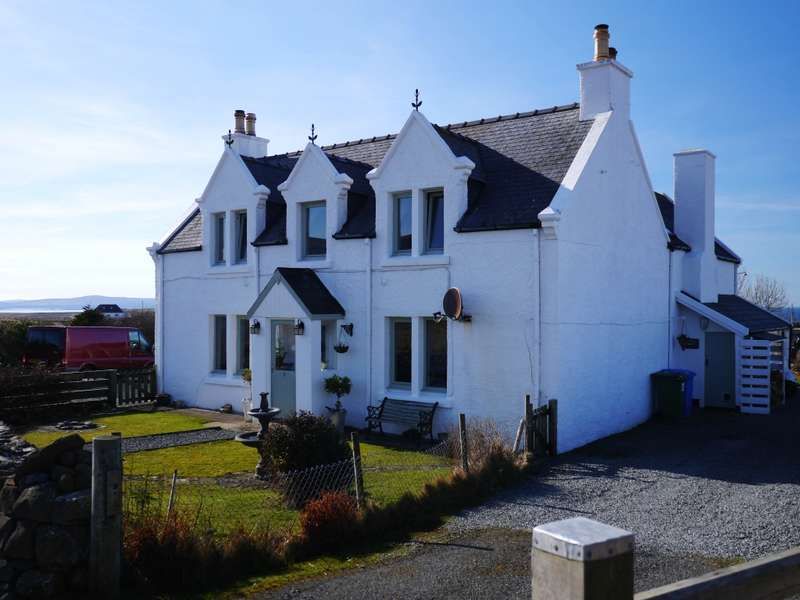5 Bedrooms Detached House for sale in Heatherlea Cottage Hunglader, Kilmuir, Isle of Skye, IV51 9YT