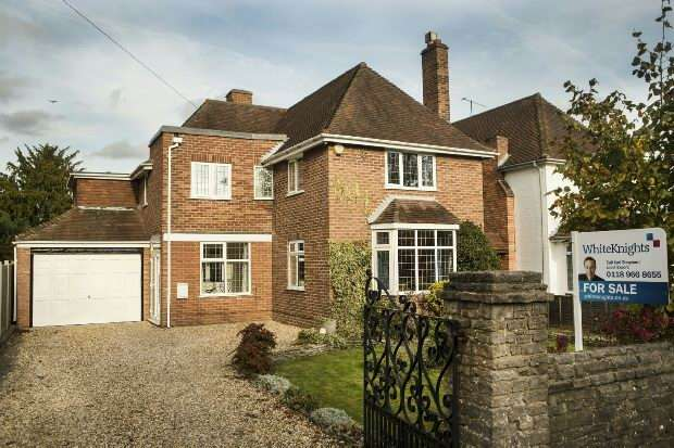 4 Bedrooms Detached House for sale in Betchworth Avenue, Earley, Reading