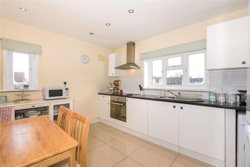 2 Bedrooms Maisonette Flat for sale in Worcester Road, Uxbridge, Middlesex, UB8
