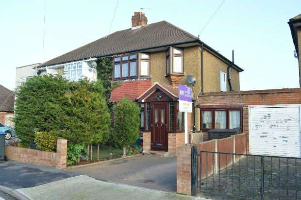 4 Bedrooms Semi Detached House for sale in Moorfield Road, Chessington