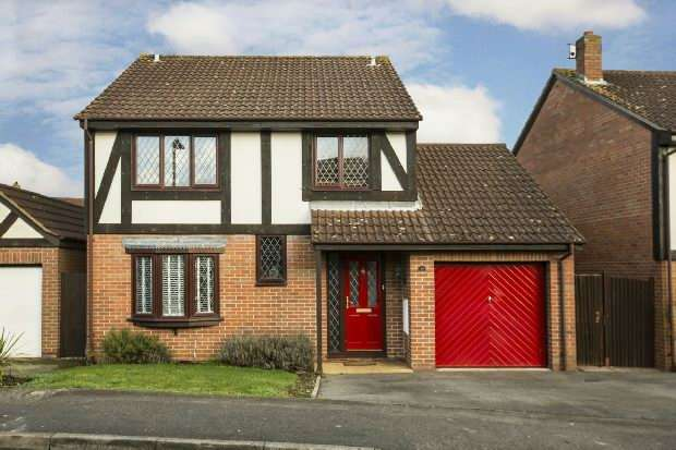 4 Bedrooms Detached House for rent in Tamarind Way, Earley, Reading