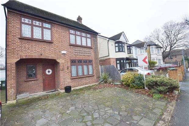 3 Bedrooms Detached House for sale in Mawney Road, Romford, RM7 7HX