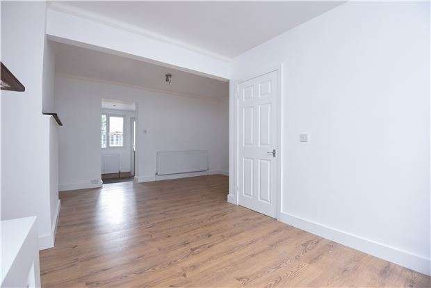 2 Bedrooms Terraced House for sale in Thornton Road, THORNTON HEATH, Surrey, CR7