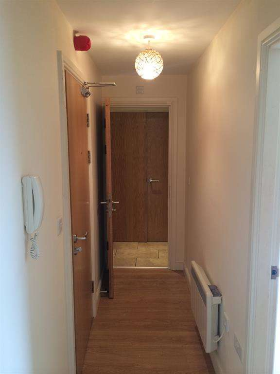 2 Bedrooms Flat for sale in Sunbridge Road, Bradford, West Yorkshire, BD1 2AA