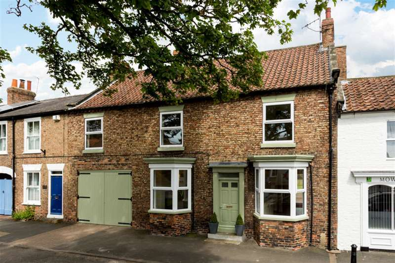 4 Bedrooms Terraced House for sale in Long Street, Easingwold, York, YO61 3HX