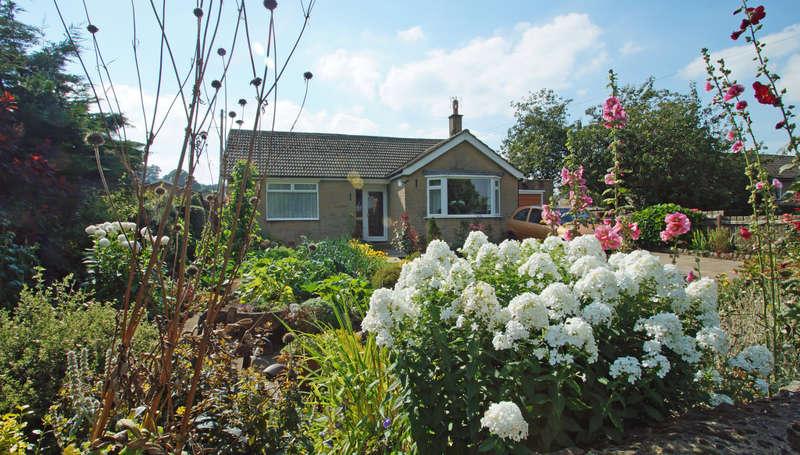 2 Bedrooms Detached Bungalow for sale in Beulah, Middleham, Leyburn, DL8 4PS