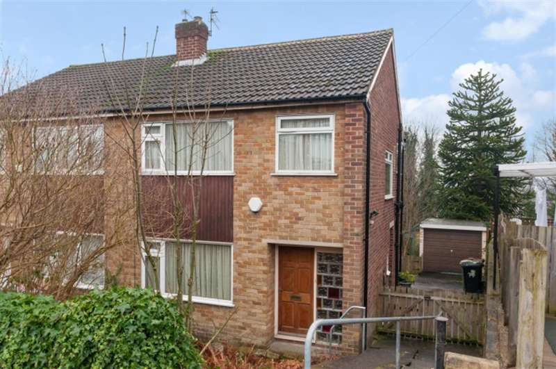 3 Bedrooms Semi Detached House for sale in Billingbauk Drive, LS13