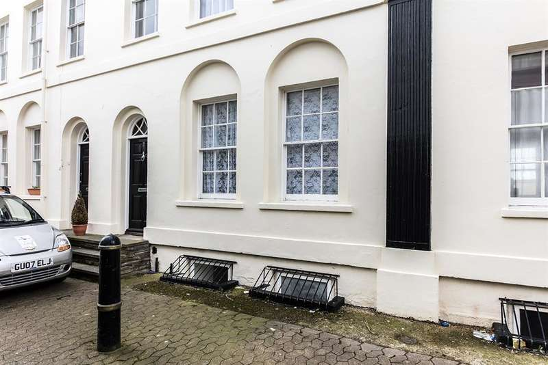 2 Bedrooms Ground Maisonette Flat for sale in Caledonian Place, West Buildings, Worthing, BN11 3DB