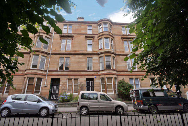 2 Bedrooms Flat for rent in Woodlands Drive, Woodlands, Glasgow