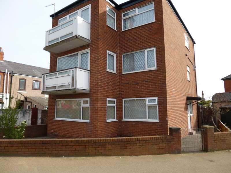 2 Bedrooms Flat for sale in Bloomfield Road, Blackpool