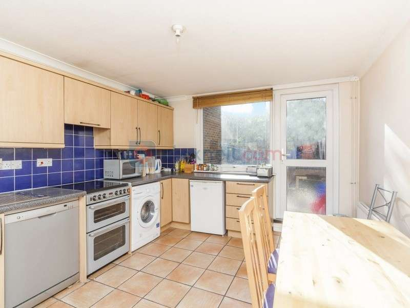 3 Bedrooms Town House for sale in Bruce Road, Bow E3