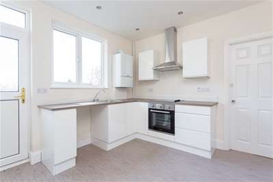 2 Bedrooms Semi Detached Bungalow for sale in Grosvenor Gardens, Woodford Green
