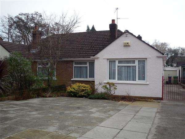 3 Bedrooms Bungalow for sale in Heol Llanishen Fach, Rhiwbina, Cardiff