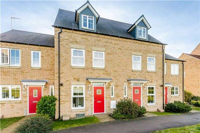 3 Bedrooms Town House for sale in Kings Avenue, Ely