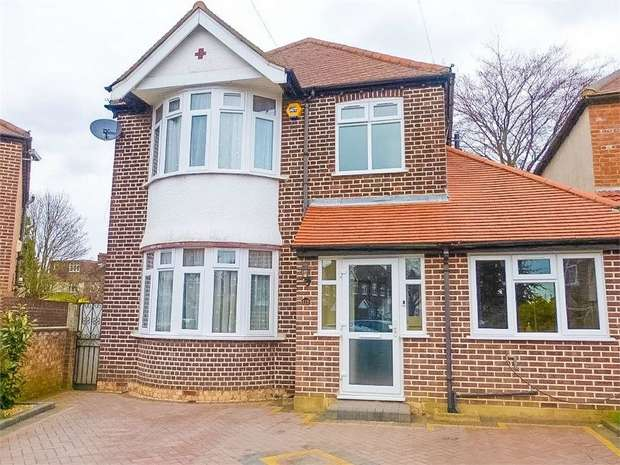 4 Bedrooms Detached House for sale in Roxborough Avenue, Isleworth, Middlesex
