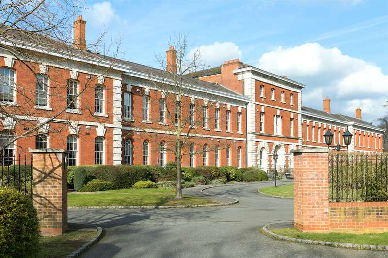 3 Bedrooms Flat for sale in Ellesmere Place, Walton-On-Thames, Surrey, KT12
