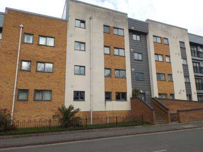 2 Bedrooms Flat for sale in Moss Lane East, Manchester, Greater Manchester, Uk