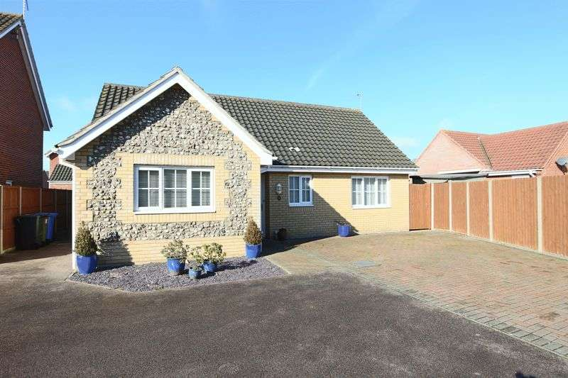 3 Bedrooms Bungalow for sale in Park Meadows, Lowestoft