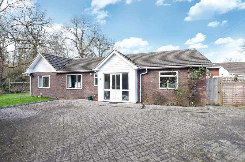 4 Bedrooms Detached Bungalow for sale in Worplesdon