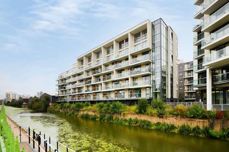 2 Bedrooms Flat for sale in Hallmark Court, Limehouse, E14