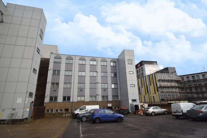 2 Bedrooms Flat for sale in Park Street, Luton