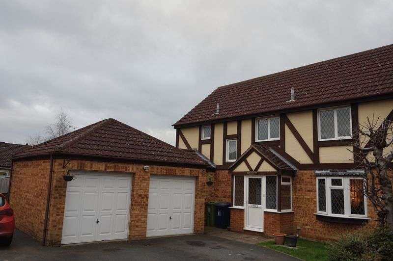 4 Bedrooms Detached House for sale in Armada Close, Gloucester