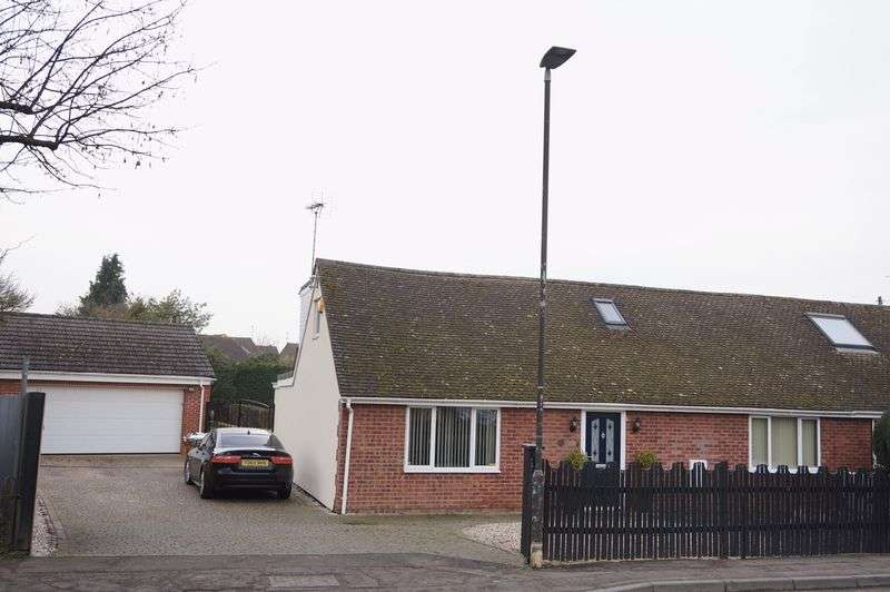 3 Bedrooms Semi Detached House for sale in Brookfield Road, Gloucester