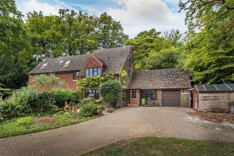 3 Bedrooms Semi Detached House for sale in Ranmore Road, Dorking
