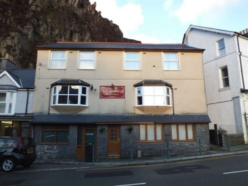 3 Bedrooms Semi Detached House for sale in Church Street, Blaenau Ffestiniog, Gwynedd