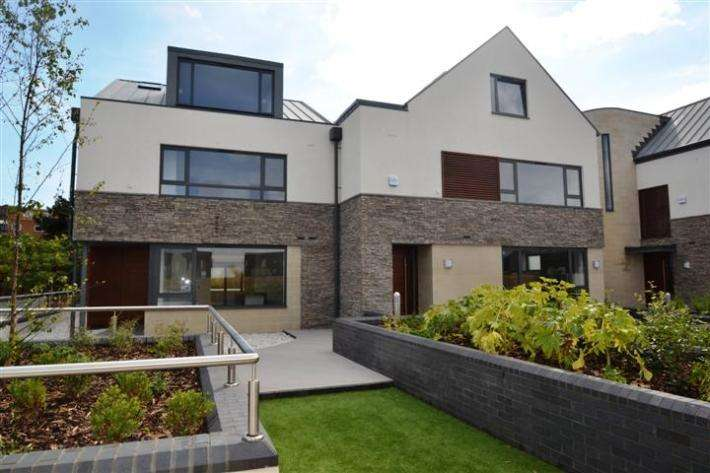 4 Bedrooms Detached House for sale in Sandbanks, Poole BH13
