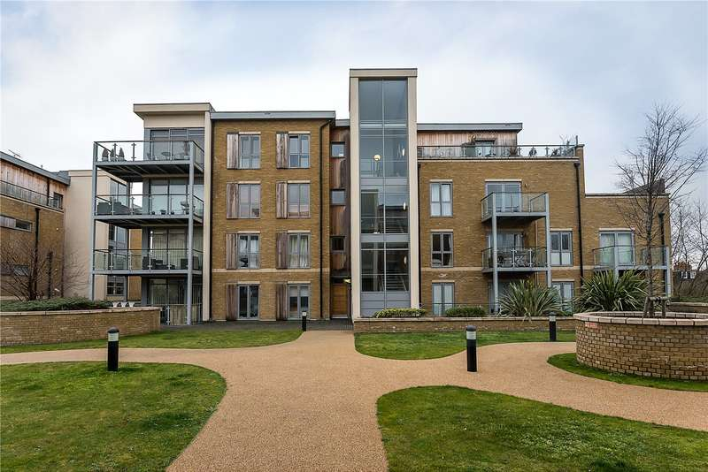 2 Bedrooms Flat for sale in Makepeace Court, Blagrove Road, Teddington, TW11