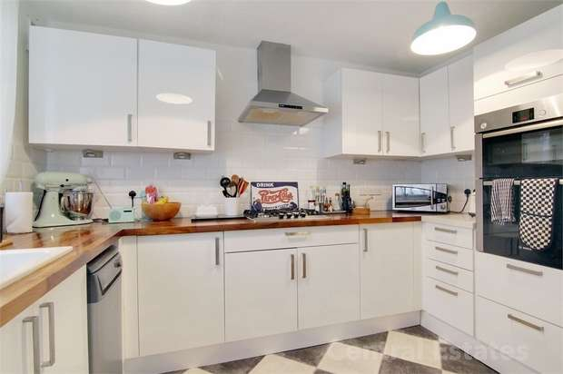 3 Bedrooms Flat for sale in Stocksfield Road, Walthamstow, London