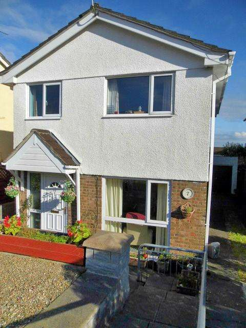 3 Bedrooms Detached House for sale in Caerllysi, Pencoed CF35