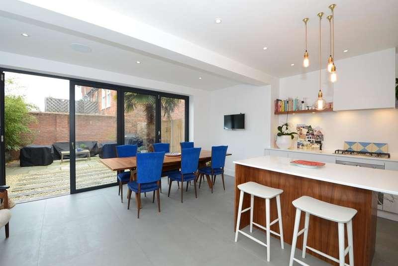 3 Bedrooms Semi Detached House for sale in Princes Road, Weybridge KT13